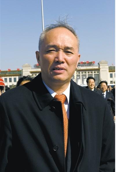 2010年3月,时任杭州市市长的蔡奇参加两会全体会。图/CFP