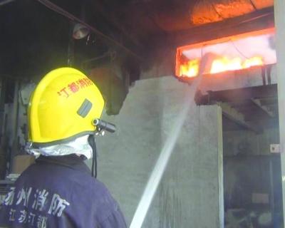 10吨石蜡和助燃油起火 消防紧急扑救