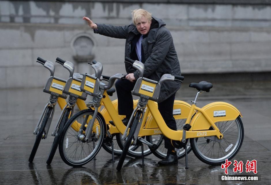 """伦敦市长骑单车出街 宣传""""自助公共自行车分享计划""""(1"""