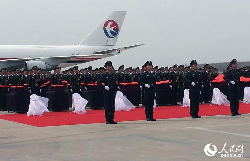 高清:中国人民志愿军烈士遗骸回国迎接仪式在