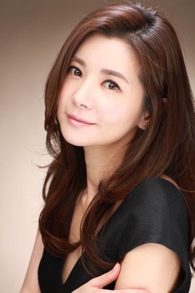 人鱼小姐张瑞希_著名二人转演员王小利被淘汰,本周六由来自韩国的\
