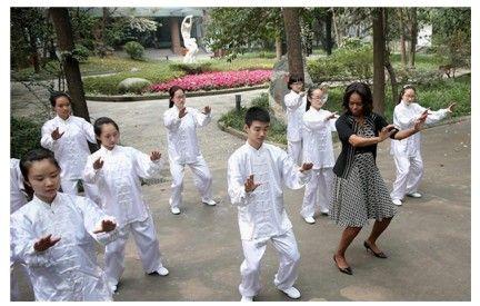 奥巴马夫人访成都_米歇尔夫人练太极 中华健身操跨洋大热(组图)-搜狐滚动