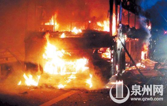 大巴被烧透 好在没乘客 系自燃,当天才刚保养完,正在回公司路上