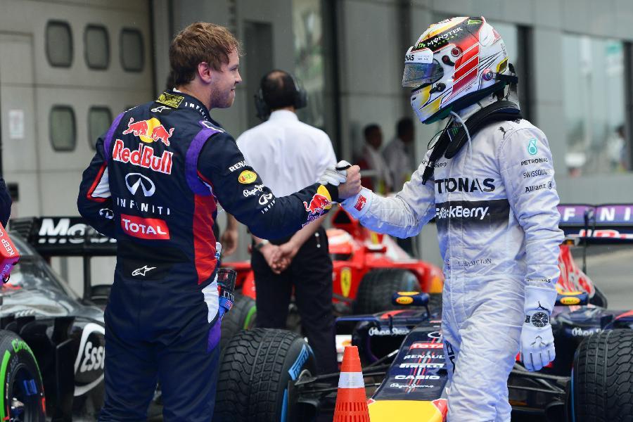 (体育)(8)赛车——F1马来西亚站排位赛:汉密尔顿取得杆位