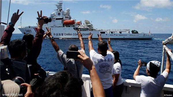 台媒 菲律宾军队与中国海警船在南海激烈对峙图片