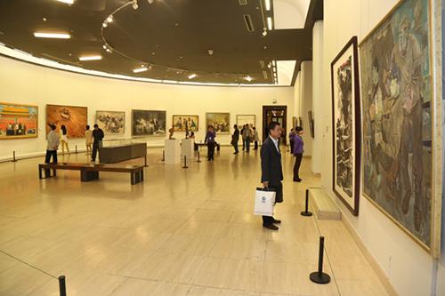 展览由四个部分组成:一是中国美术馆馆藏的附中图片