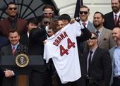 图文:奥巴马接见波士顿红袜队 总统也爱自拍