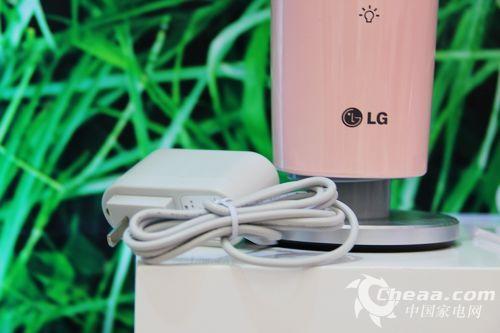 不仅如此,LGHPS-B090BP空气除菌器还能有效预防病菌侵袭,营造健康的呼吸环境。其所具备的健康离子功能则能清新呼吸环境,清神醒脑。更能增加空气中负氧含量,呵护肌肤,振奋精神。