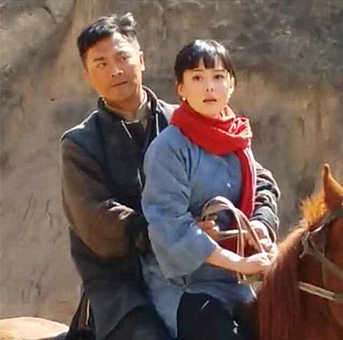 刘晓虎、刘一含拍马背上的戏
