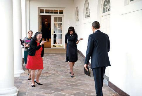 2013年2月12日,陈远美(左)和奥巴马夫妇在白宫