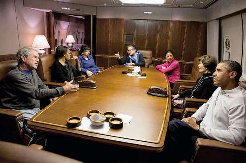 2013年12月12日,陈远美(中)和奥巴马夫妇、小布什夫妇一起