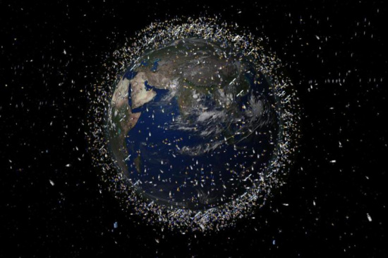 """太空中有成千上万件""""漫游""""的太空垃圾碎片。"""