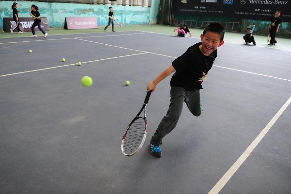"""(体育)(4)网球——2014""""明日之星""""青少年网球训练营合肥开营"""