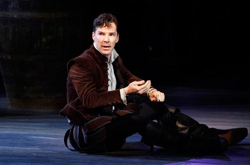 """在影视之外,""""卷福""""还是个老的戏剧演员。"""