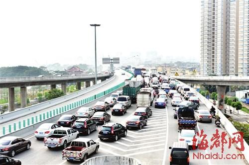 昨日下午不到5点,国货互通进城方向开始堵车