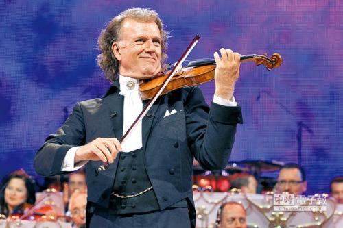 荷兰小提琴家兼指挥家安德烈·瑞欧,率领举世闻名的约翰史特劳斯乐团