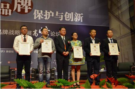 德赛西威中国售后事业单元总经理胡春文代表公司领奖