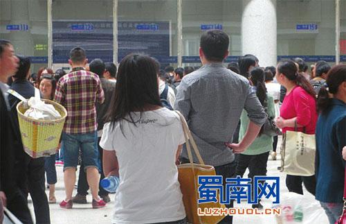7日 泸州客运迎2.5万人返程高峰