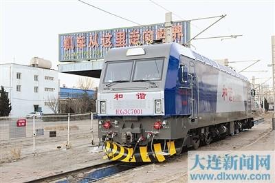 为大连机车公司交付地方铁路的首台电力机车。