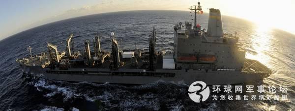 美军航母编队的补给舰。