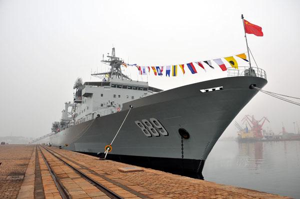 太湖舰,舷号889,属于903型综合补给舰。舰长178.5米,宽24.8米,满载排水量20000多吨,最大航速超过20节,2012年3月下水。该舰是我国新一代大型远洋综合补给舰,也是北海舰队接收的第一艘该型补给舰。