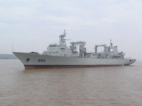 """资料图:""""千岛湖""""号补给舰。"""