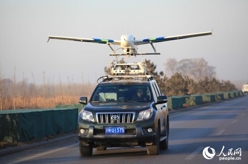 附图1 无人机车载起飞 环保部供图