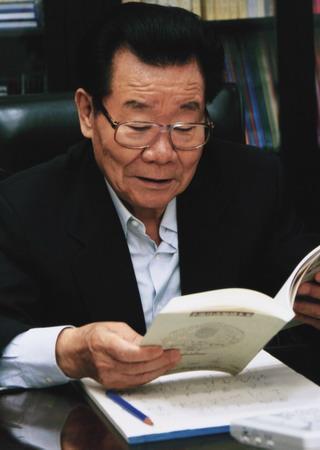 胡锦涛参观湖大岳麓书院 退休领导人心系教育(图)