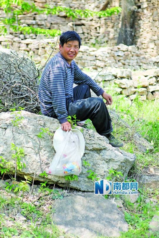 张自恩是杓峪村的党支部书记和主任。