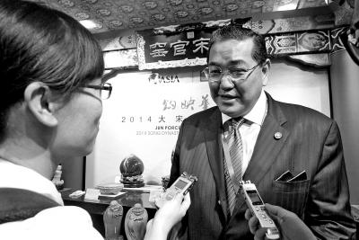 接受本报记者采访时,素拉杰连称,河南钧瓷很棒。