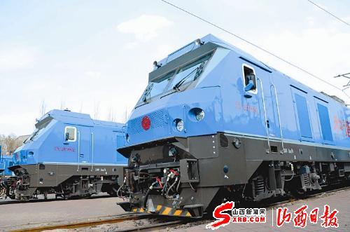 此次下线的大轴重电力机车为和谐d2f型
