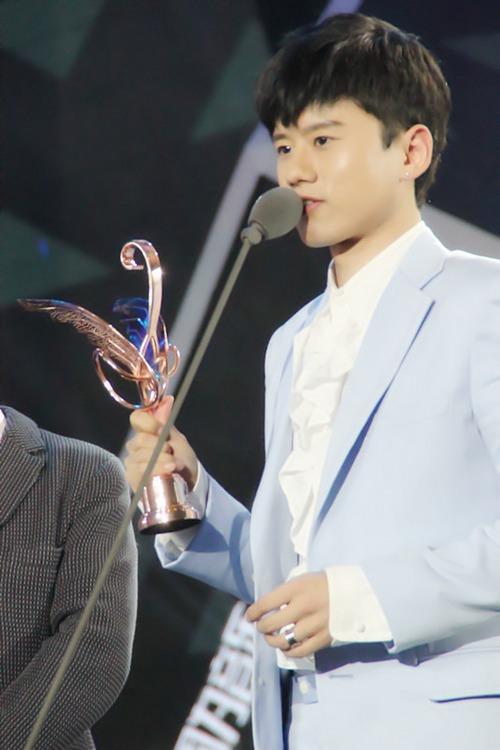 娱乐沸点颁奖礼张杰_张杰亮相音乐风云榜 斩获第26座最受欢迎歌手奖-搜狐音乐