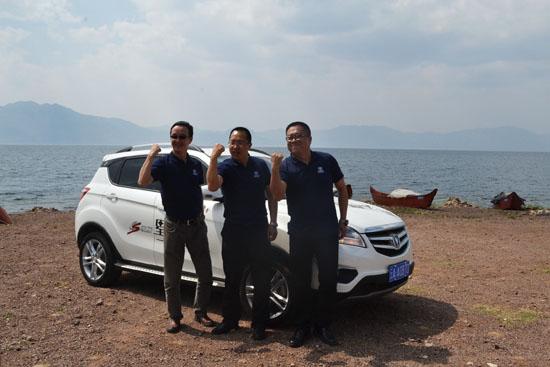长安汽车领导与CS35合影-星耀圣湖 长安CS家族星空之旅第二季高清图片