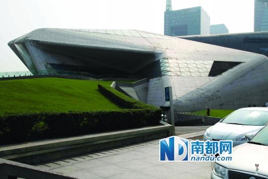 """广州/专家认为,东塔和西塔没有建成对称""""双子塔""""是珠江新城一大..."""
