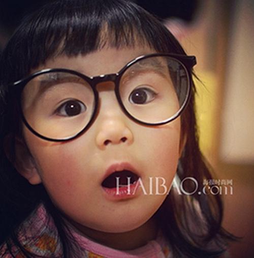 0 表情女帝大人   这个来自日本的女孩叫做aries,齐齐的刘海,胖嘟嘟的图片