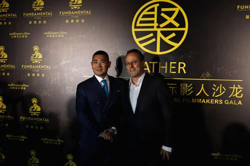基美影业董事长高敬东和著名影星让雷诺合影。