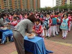 北京草桥母亲:体验小学孕难开展融情教育(组坦小学校洲图片