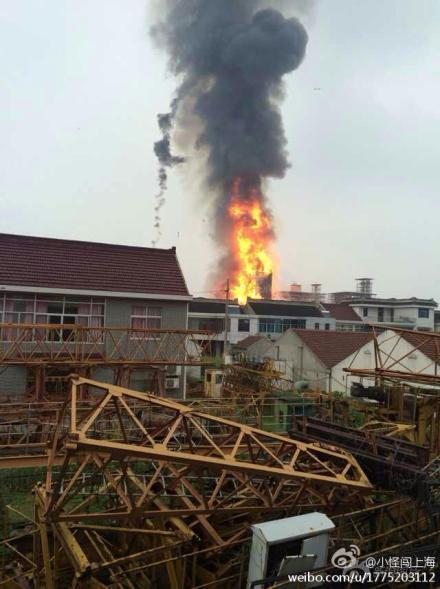 江苏如皋化工厂爆炸 5人亡 3人未取得联系(组图)