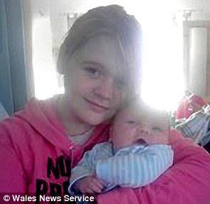女孩的母亲今年27岁,也是在青少年时期就当上了母亲