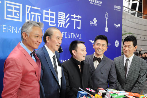 《最佳嫌疑人》主创亮相北京电影节红毯