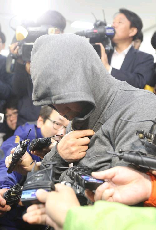 """""""岁月""""号船长李俊锡接受传唤调查。韩联社图片"""