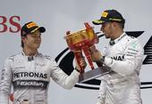 图文:2014赛季F1中国站正赛 分享还是争抢