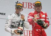 图文:2014赛季F1中国站正赛 小汉与阿隆索