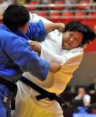 图文:女子柔道全国锦标赛 高曼(左)与王宏宇