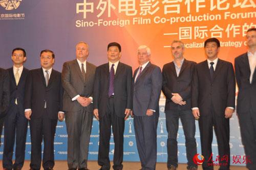 3D魔幻动作电影《勇士之门》接力《狼图腾》在广电总局副局长童刚,北京市副市长杨晓超等多位中外嘉宾的见证下于北京电影节中外合拍论坛上正式签约