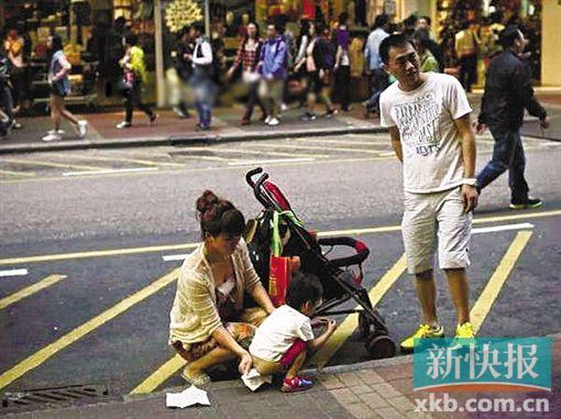 资料图:孩子香港街头小便,内地夫妻与港人发生激烈冲突
