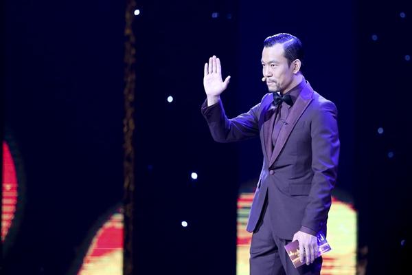 第四届北京国际电影节颁奖典礼 廖凡表演诗朗诵图片