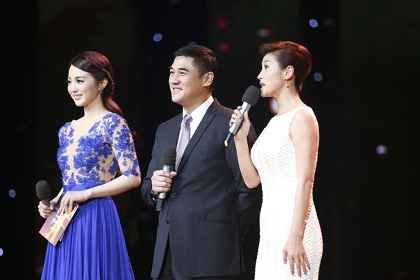 第四届北京国际电影节颁奖典礼 主持人李蜜,吴大维,春妮亮相图片