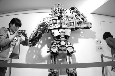 旧玩具变身巨型机器人