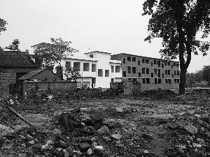 """新型农村社区""""廖寨明盛社区""""村民被强拆的宅基地,已建起了新房。"""